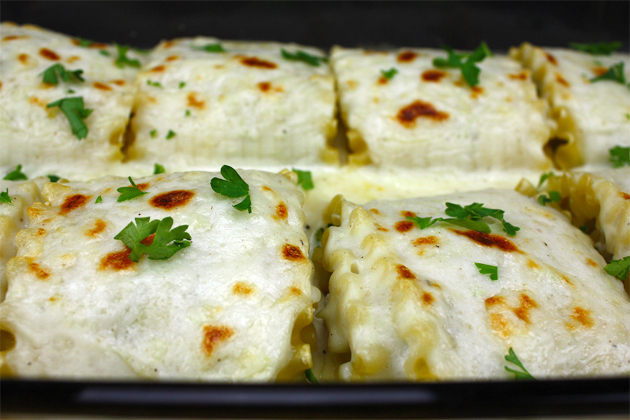 Broccoli Alfredo Lasagna Roll-Ups - Easy, meat free and packed with flavor!